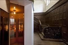 Im ehemaligen Foyer des Hotels: Ivory Tower von Johanna Smiatek. Foto: Roland Horn.