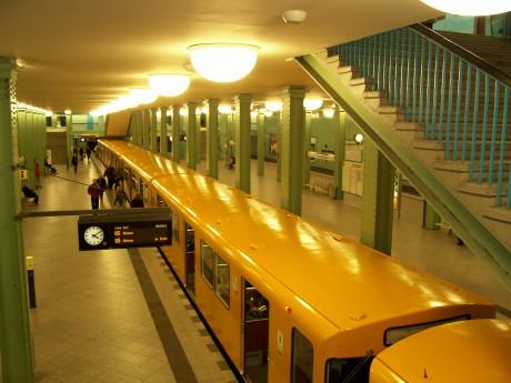 Bitte nicht einsteigen! Sondern die Bahnhöfe anschauen.