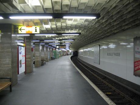 Quelle: Wikimedia/IngolfBLN, CC-BY-SA 2.0, http://commons.wikimedia.org/wiki/File:Berlin_-_U-Bahnhof_Blissestraße_-_Linie_U7_(6443688697).jpg