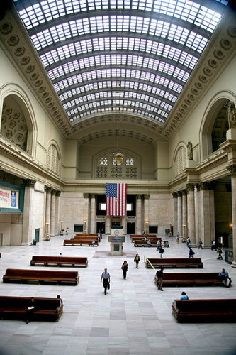 Quelle: Wikimedia/Sean Lamb, CC-BY-SA 3.0, http://commons.wikimedia.org/wiki/File:Chicago_Union_Station_waiting_hall.jpg
