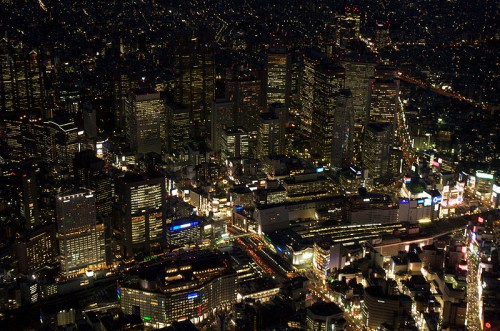 Quelle: Wikimedia/Lukas, CC-BY-SA 3.0, http://commons.wikimedia.org/wiki/File:ImageShinjuku_station_-_aerial_night_2.jpg
