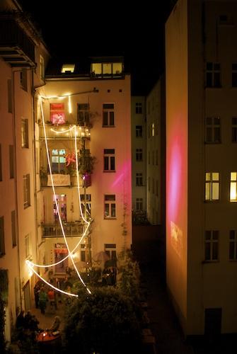 Berlin Hausparty Hinterhof Freidrichshain - Mit freundlicher Genehmigung von Henning Onken www.fensterzumhof.eu