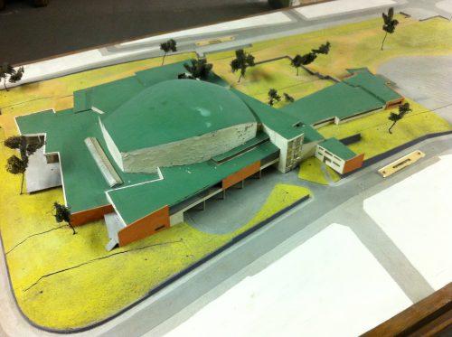 Das restaurierungsbedürftige Originalmodell der Beethovenhalle aus dem Jahr 1954/55