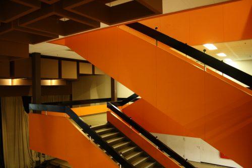 auch orange: Die offene Treppenanlage