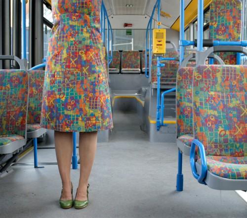 """Auch die Künstlerin Menja Stevenson hat sich bei """"Bustour"""" den Sitzmustern angenommen."""