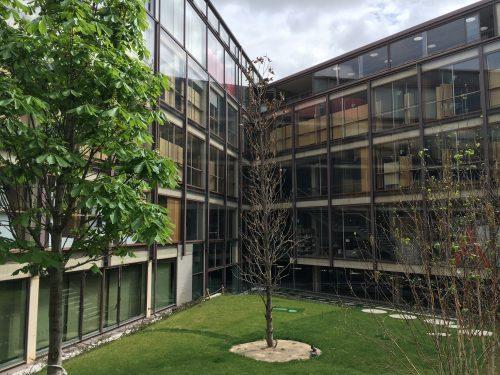 Innenhof des COAM mit Blick auf die Ausstellungsflächen