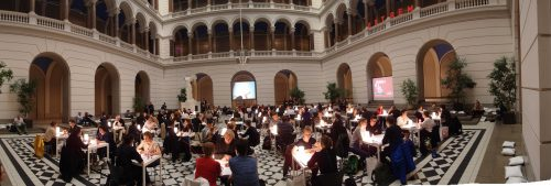 Erster Dialog_EXTREM im Lichthof der TU Berlin. Ein Pilotprojekt der Nationalen Stadtentwicklungspolitik