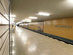 Der Bahnsteig der Linie U7 am Bahnhof Mehringdamm aus den frühen 1960er-Jahren.