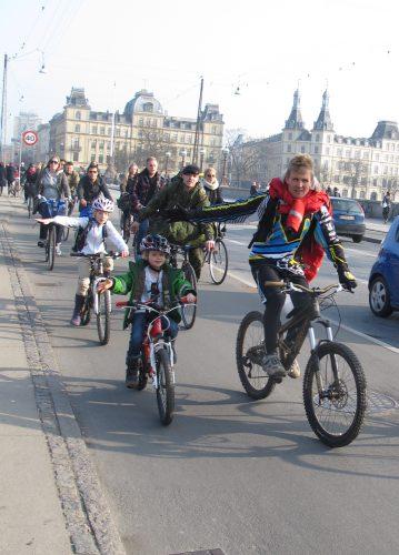 Normalität in Kopenhagen: Kinder auf Fahrrädern (auf Radwegen) (c) Tim Birkholz