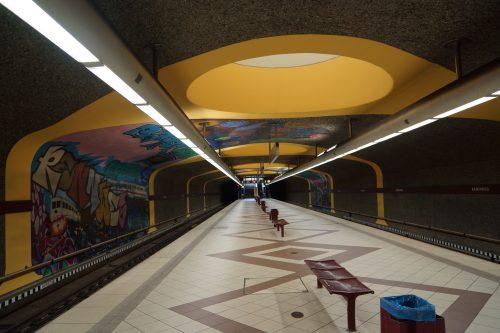 Graffiti und Tageslicht im U-Bahnhof Rennweg (1993)