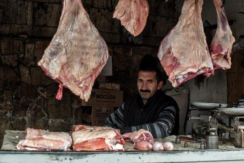 Fleischer auf dem Markt in Sheki
