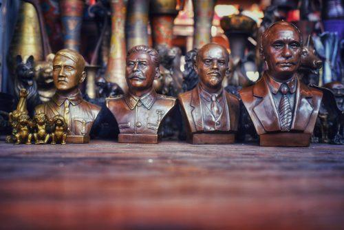 Hitler,Stalin,Lenin,Putin auf einem Markt in Baku